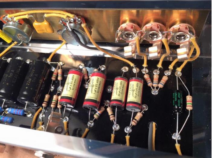 "A good shot of the Fender Vintage ""Red"" capacitors in a Tweed 5F10 reproduction"