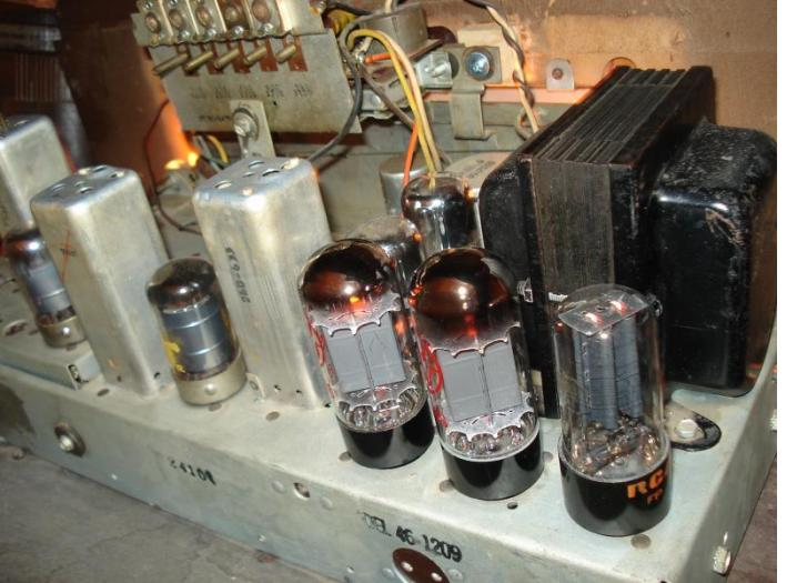 Philco 46-1209 with two JJ 6V6S