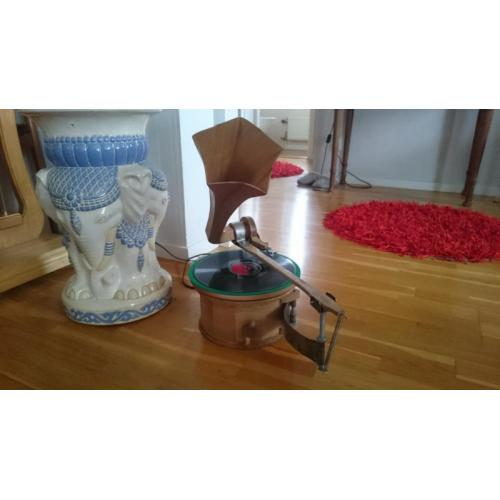"Customer image:<br/>""Electric gramophone with potensiometer as speed adjuster."""