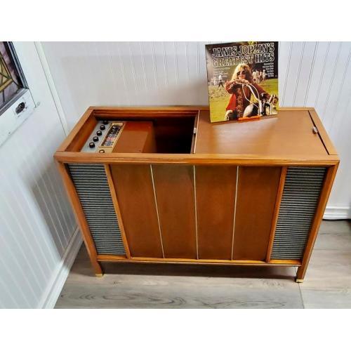 "Customer image:<br/>""1961 Magnavox ST611"""